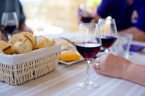 Achat en ligne : Comment prévoir la meilleure quantité de vin lors d'un diner en famille ?